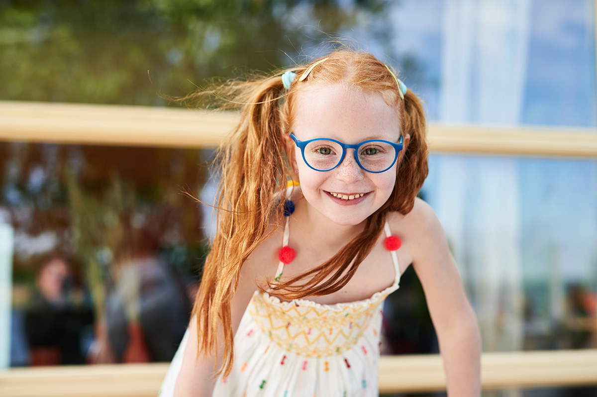 How to raise the self-esteem of children with glasses