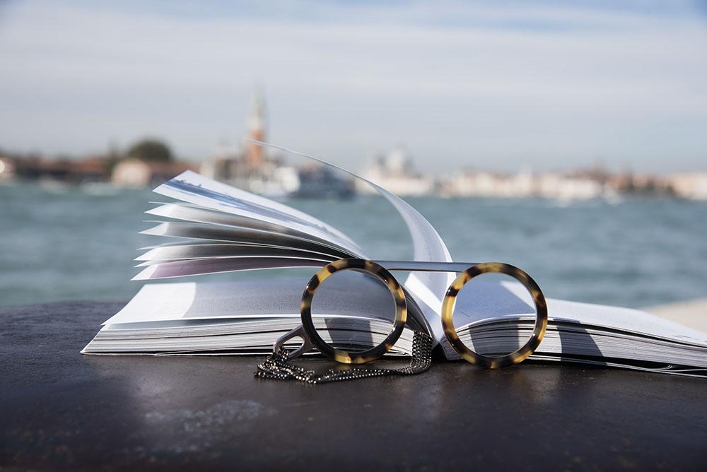 Fassamano // Ready, Chic, Reading.