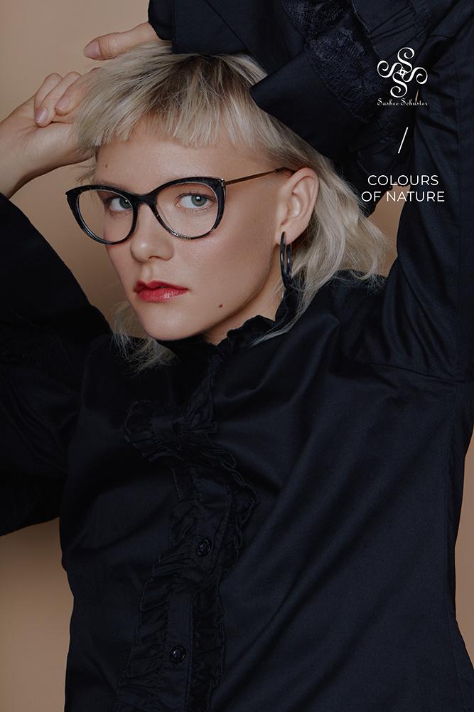 Sashee Schuster Eyewear Lulu Rabenschwarz RGB Logo