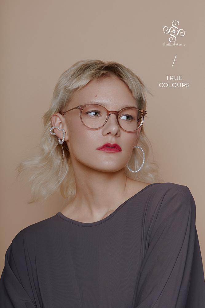 Sashee Schuster Eyewear Reserl Walnuss RGB Logo